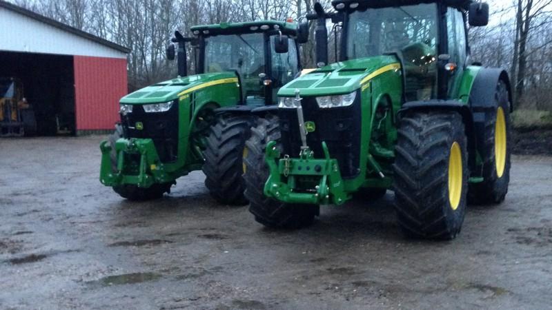 To nye John Deere i stalden ved Kibæk maskinstation