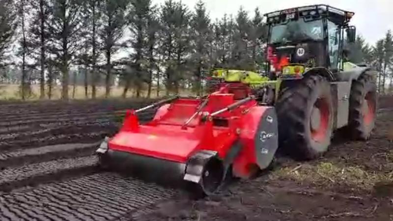 Rodfræsning med vores Claas traktor