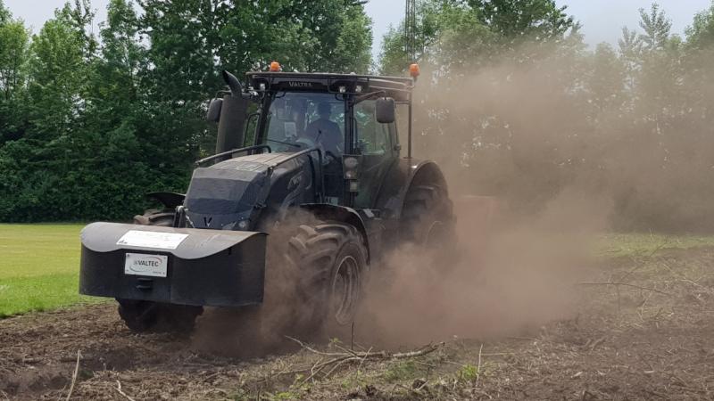 Video af Brdr Willemoes Skovservice's arbejde ved KFUM Ikast med fældning, flishugning, stubfræsning, grenknusning & rodfræsning