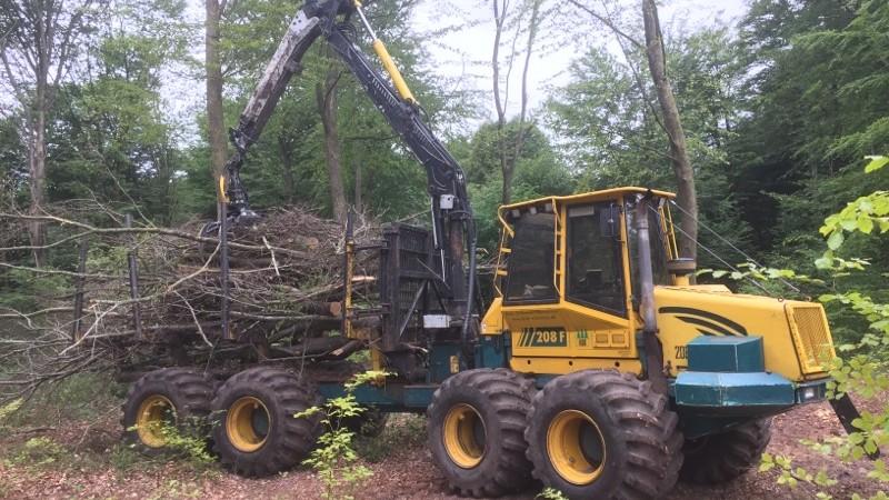 Big Foot dæk letter skovarbejdet ved Brdr Willemoes Skovswervice